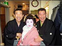 池袋演芸場楽屋:三遊亭右紋師匠と春風亭美由紀姉さんと伸治